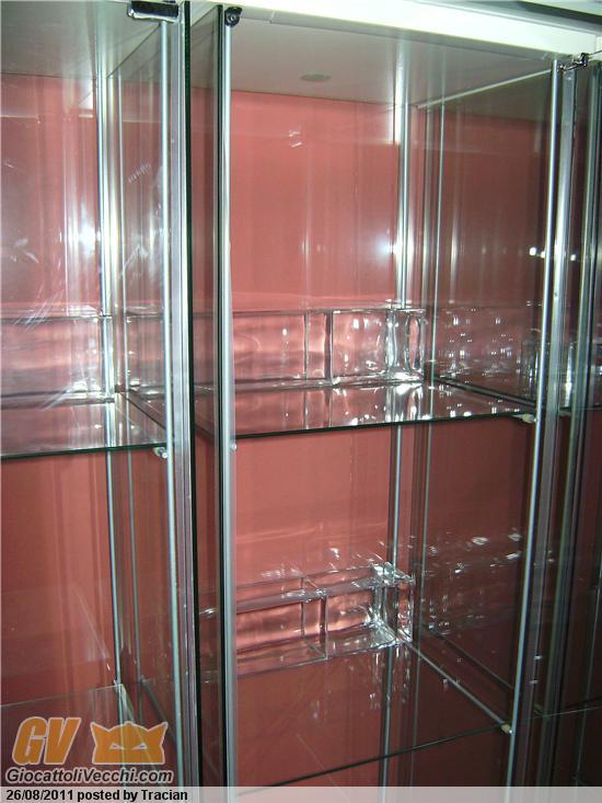 Vetrine detolf info per chi cerca dei display nel senso for Ikea vetrine in vetro