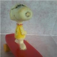 SNOOPY JOE COOL MINI SKATEBOARD FIGURE (ANNI `80)