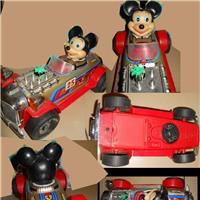 TOPOLINO WALT DISNEY CON AUTO DI LATTA MADE IN TAIWAN ANNO 1970 1980 MICKEY MOUSE WALT DISNEY WITH TIN CAR MADE IN TAIWAN YEAR 1970 1980