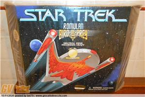 STAR TREK CLASSIC ROMULAN BIRD OF PREY DELUXE ELECTRONIC LIGHTS & SOUNDS BY PLAYMATES USA 1995 MISB FACTORY SAMPLE